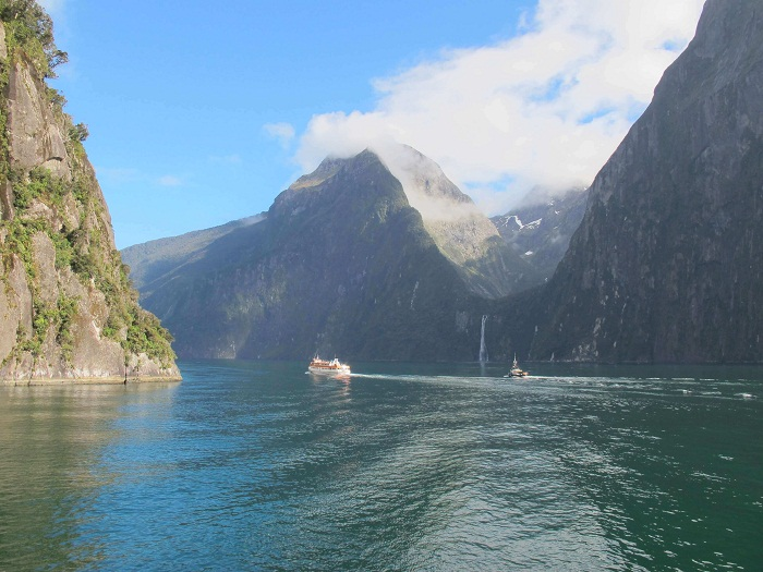 FOGGY CRUISING IN MILFORD SOUND, NEW ZEALAND