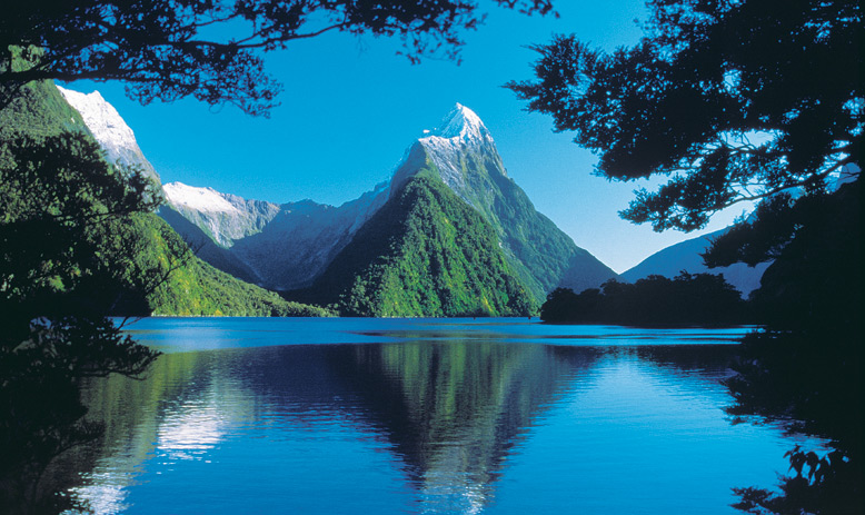 PICTURESQUE MILFORD SOUND, NEW ZEALAND