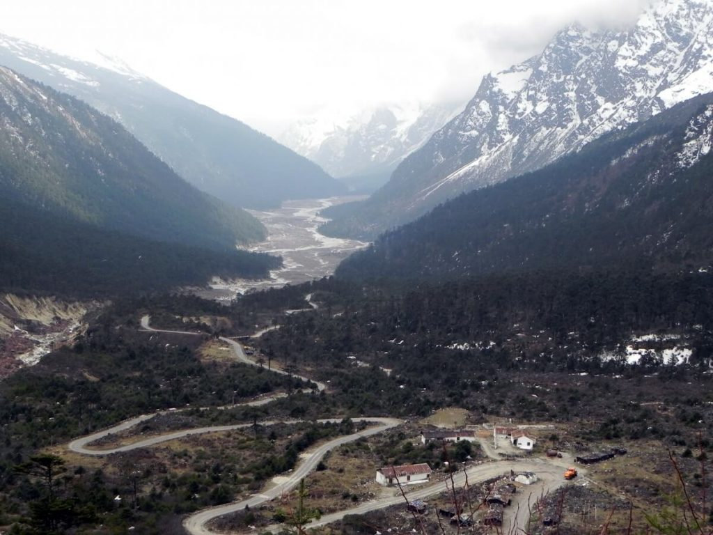 WINDING ROADS THROUGH THE HIMALAYAS: YUMTHANG VALLEY