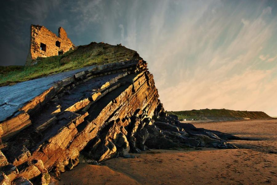 BALLYBUNION CASTLE IN IRELAND