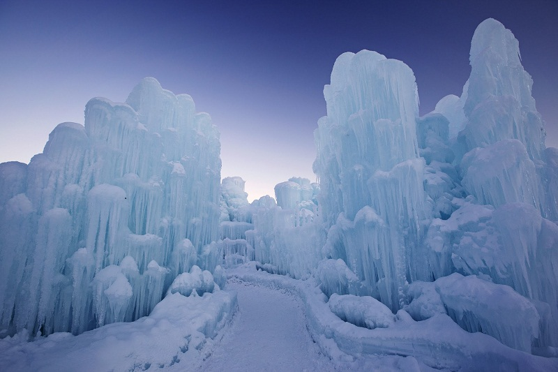 CASTLE OF WHITE OF ICE CASTLES IN SILVERTHORNE