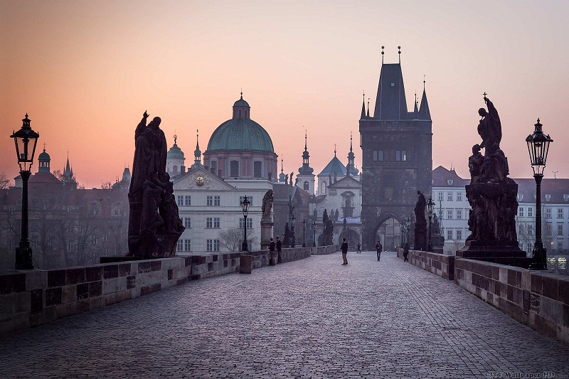 CHARLES BRIDGE, PRAGUE: MISSION IMPOSSIBLE