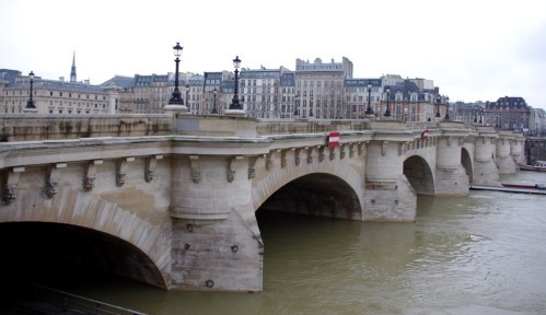 CLOSER VIEW OF PONT NEUF