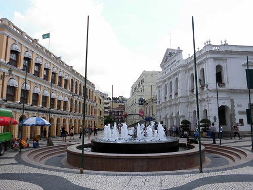 FOUNTAIN IN SENADO SQUARE, MACAU