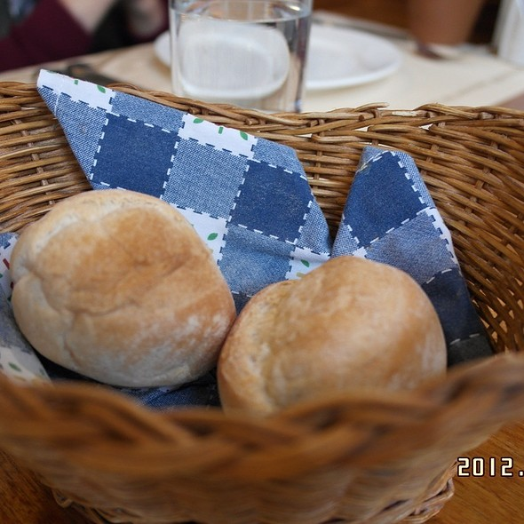 HOMEMADE BREAD AT THE VELA LATINA MACAU
