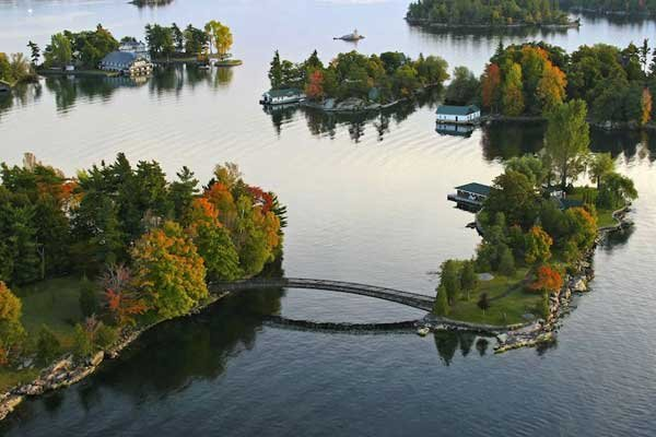 ISLAND HOME IN THOUSAND ISLANDS IN CANADA