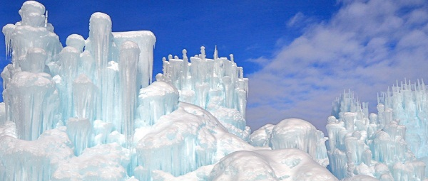 LARGE STRUCTURES OF ICE CASTLES IN SILVERTHORNE