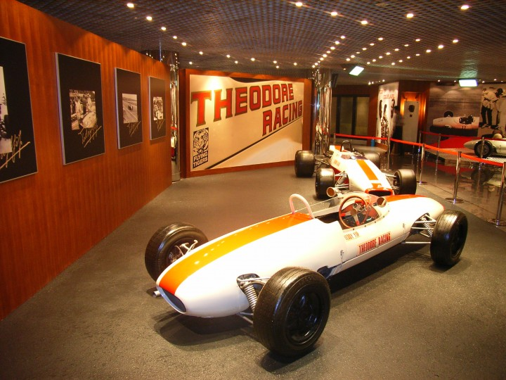 RACER CAR WITH STATUES OF PIT CREW IN GRAND PRIX MUSEUM MACAU