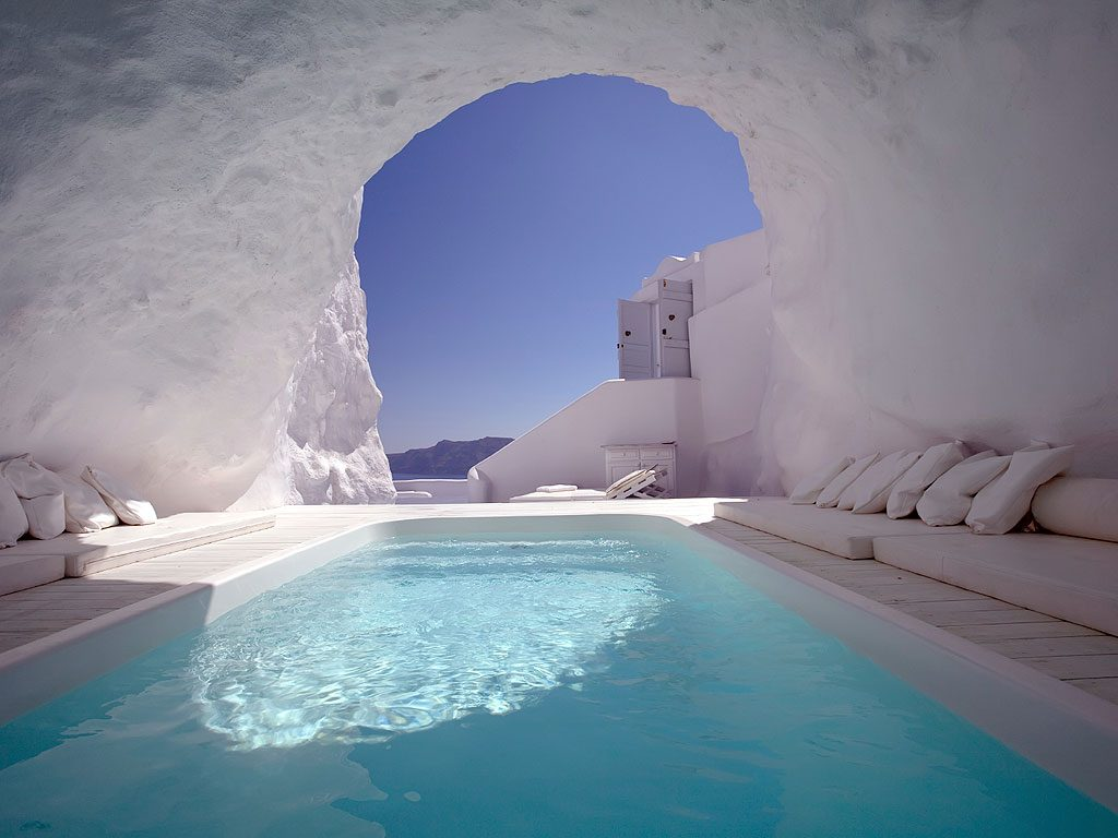 THE CAVE POOL IN SANTORINI, GREECE