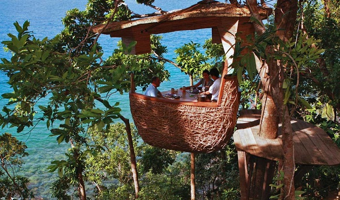 THE DINING POD ON A TREE IN SONEVA KIRI THAILAND